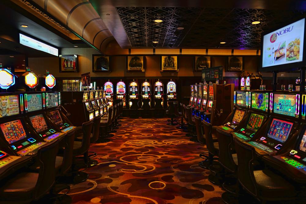 Oficializan la reactivación económica de teatros, cines, casinos, tragamonedas y gimnasios con aforos limitados.