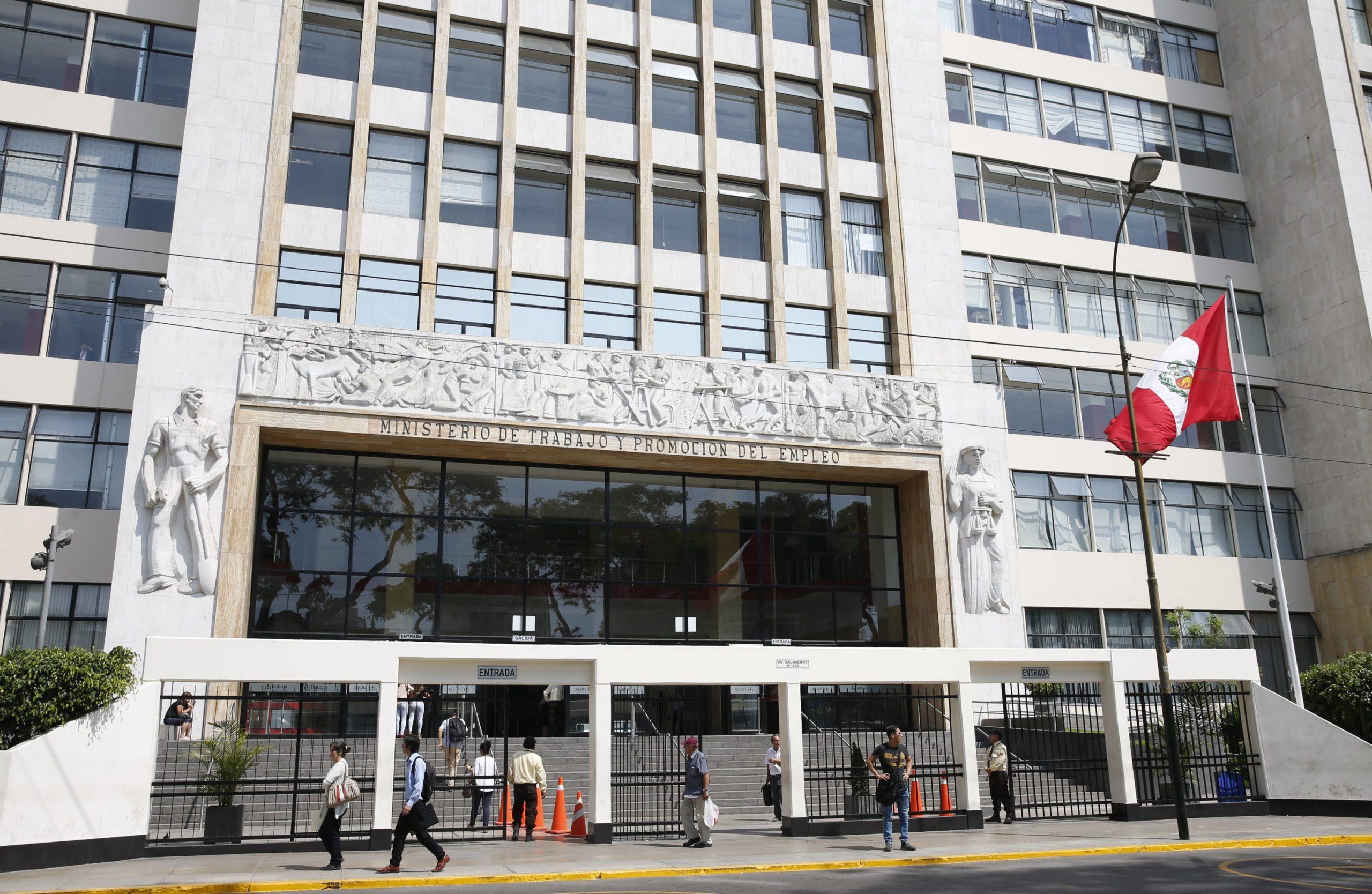 Gobierno autoriza pago de subsidios para cubrir remuneraciones en sector privado