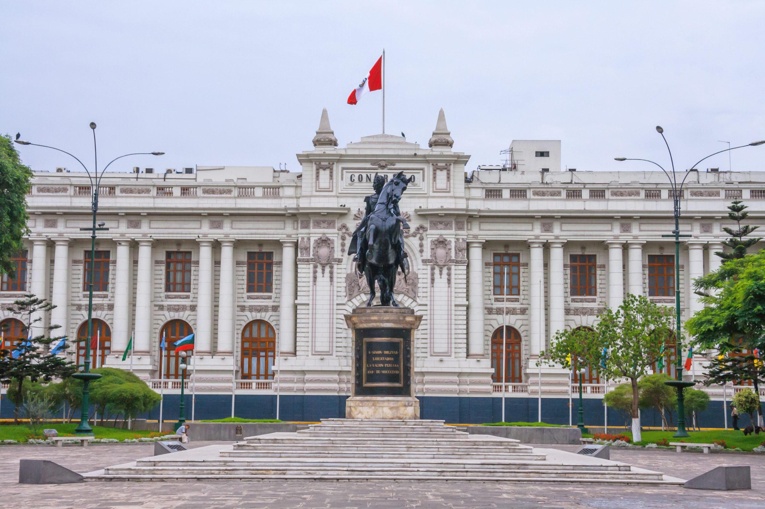 Leyes de reforma electoral:  Paridad y alternancia y congresistas elegidos por peruanos en el extranjero son ahora una realidad
